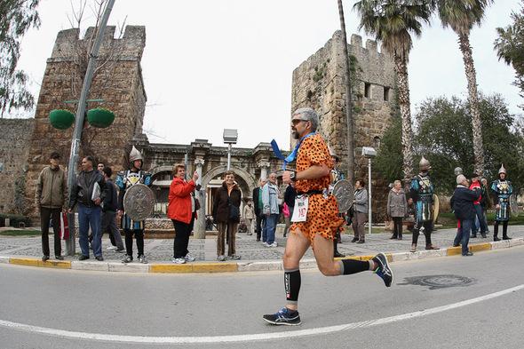 Antalya Kalesi Hadrian kapısı önü. F: runnersWorld.de Norbert Wilhelmi