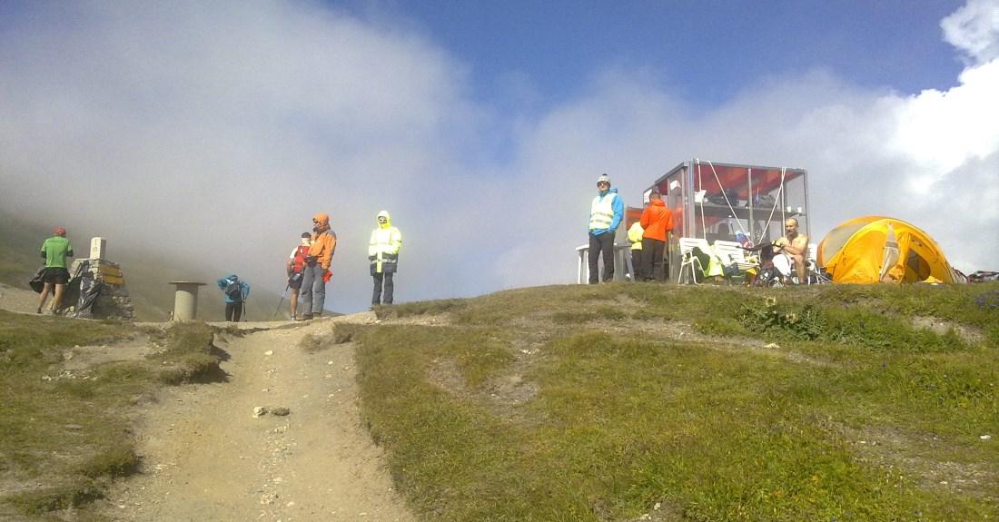 Grand Col Ferret; Güneş, rüzgar, sis ve soğuk bir arada.