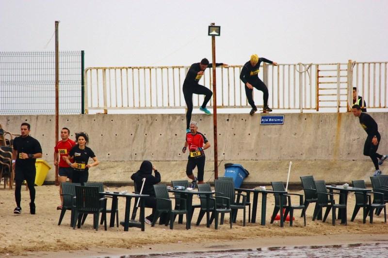 Caddebostan-Fenerbahçe sahil yolunda, betondan devam edip ve duvarlardan atladık.