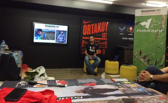 Emre koşuyorum.net ve Türkiye'ye getirdikleri önemli Raidlight ürünleri anlatmaya başlıyor. F: Ilgaz Kuruyazıcı